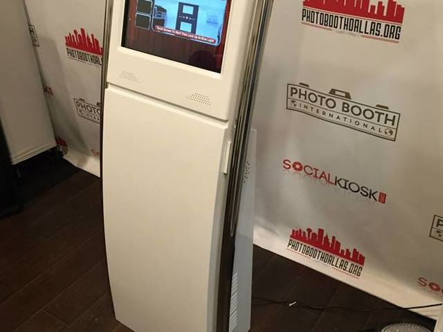 Save on photo booth rental for you holiday party!